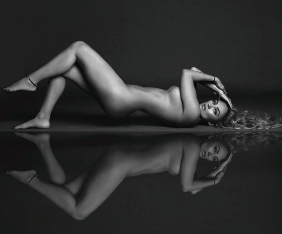 Aracely Arámbula desnuda